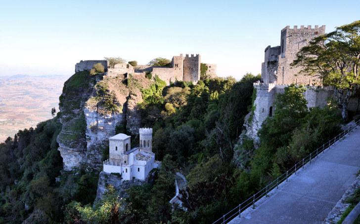 Замок Венеры и башня Пеполи. Эриче. Сицилия. 2015