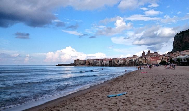 Пляж в Чефалу. Сицилия, 2015