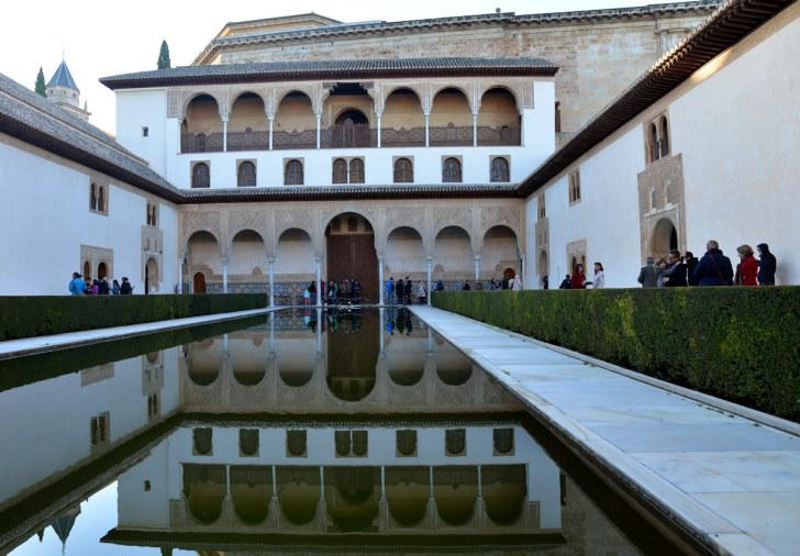 Миртовый дворик. Дворец Комарес. Альгамбра. Гранада, Испания, 2015