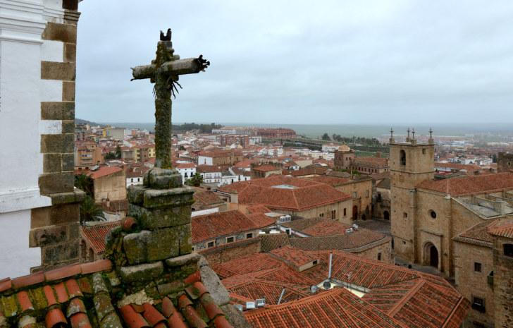 Вид на Касерес с колокольни церкви Св.Франциска Хавьера. Испания, 2016