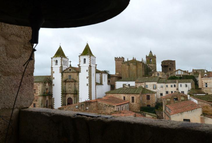 Вид на Касерес с колокольни церкви Св.Марии. Испания, 2016