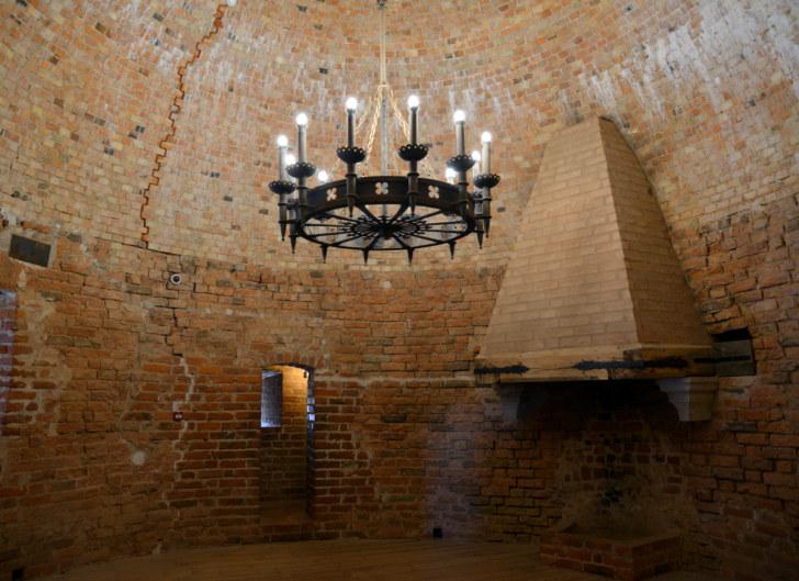 Жилая комната в большой башне Турайдского замка, Латвия, 2016