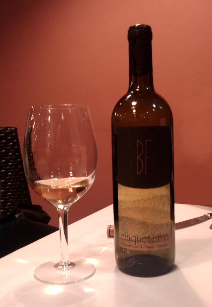 Вино. Ресторан La Grotta. Риомаджоре, Италия, 2011