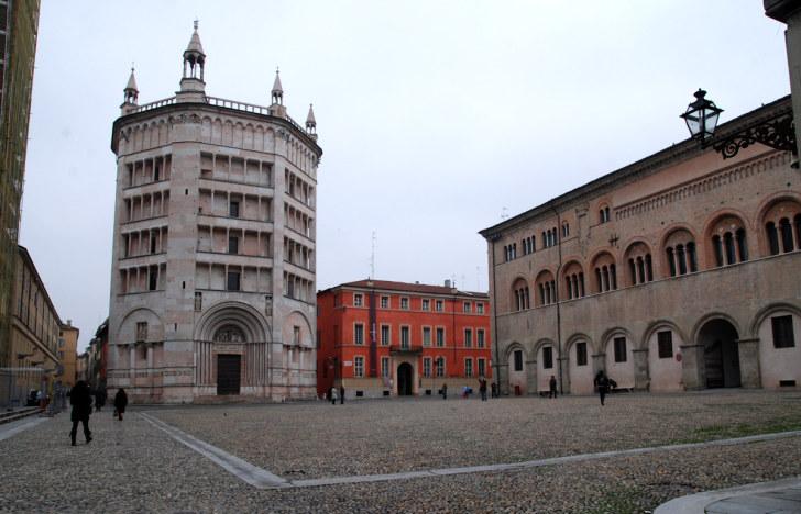 Площадь Doumo. Парма, Италия, 2010