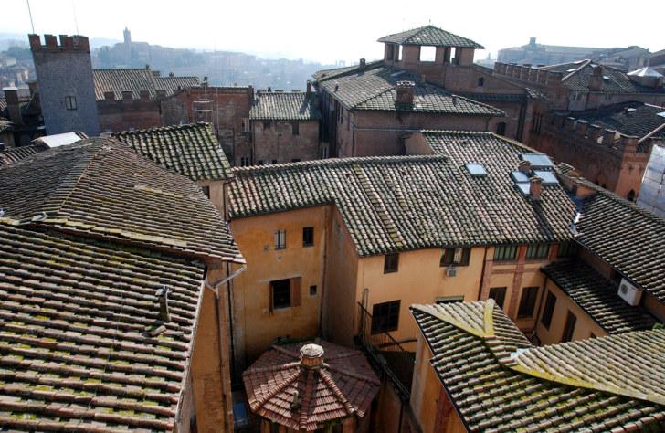 Крыши города Сиена. Италия, 2011