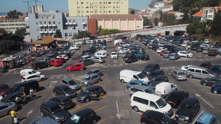 Парковка у фуникулёра. Гибралтар, 2017