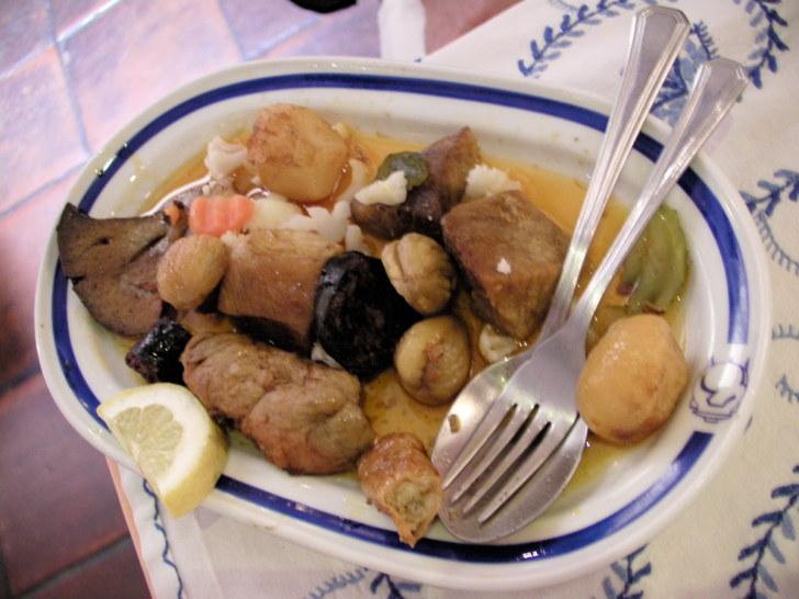 Ресторан Os Tres Potes. Вияну-ду-Каштелу, Португалия, 2011