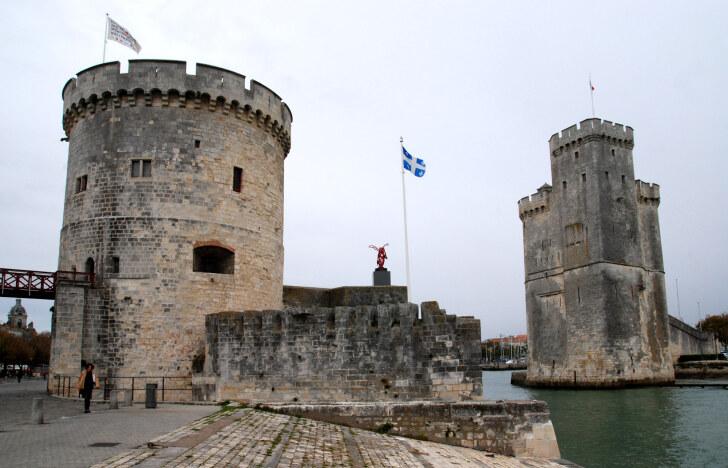 Цепная башня и башня Св.Николая. Ля-Рошель, Франция, 2011