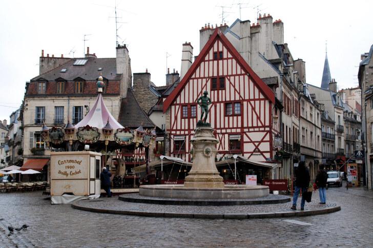 Площадь Bareuzai. Дижон, Франция, 2011
