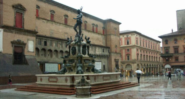 Болонья (Bologna). Центральная площадь.